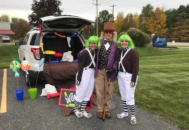 EmployeesdresseduptohandoutcandyforTrunk-Or-TreatersatFallFestafundraiserfortheJRAutomationCommunityCareFund